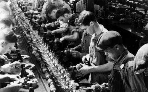 """Les """"techniciens"""" à l'assaut de la France, Le Comptoir,rationalisation,réforme administrative,travail à la chaîne, rentabilisation du système capitaliste,"""