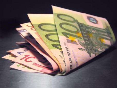 46513-billets-dollars-euros-argent.jpg
