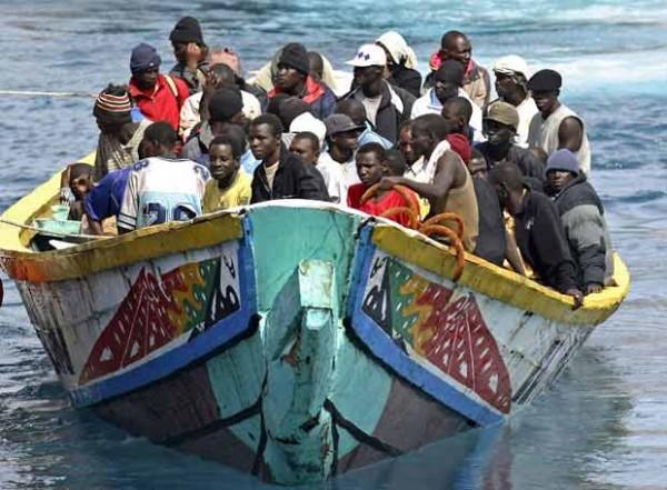 Arriba_Tenerife_cayuco_105_inmigrantes.jpg